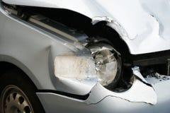 Épave de voiture après cintreuse d'amortisseur Images libres de droits