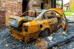 Épave rouillée et brûlée de voiture Photos libres de droits