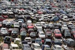 Épaves de voiture sur l'entrepôt de ferraille Photo stock