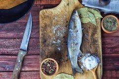 Éperlan de poisson frais pour la cuisson Photographie stock