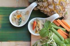 Épicé fermentez l'ananas avec du porc et des légumes photo libre de droits