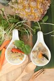 Épicé fermentez l'ananas avec du porc et des légumes image stock