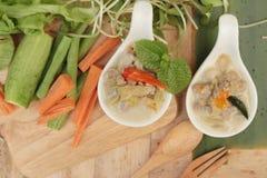 Épicé fermentez l'ananas avec du porc et des légumes photo stock