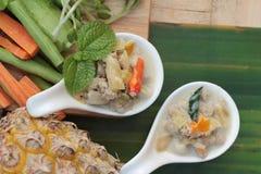 Épicé fermentez l'ananas avec du porc et des légumes photos stock
