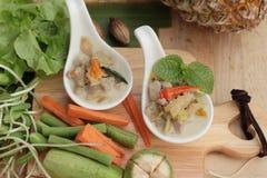 Épicé fermentez l'ananas avec du porc et des légumes photographie stock libre de droits