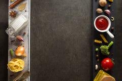 Épice et herbe sur la table Image libre de droits