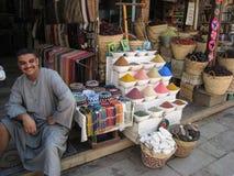 Épice le vendeur chez le Souk. l'Egypte images stock