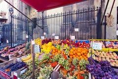 Épicerie au capo local célèbre du marché à Palerme, Italie images stock