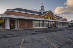 Épicerie générale du dollar photographie stock libre de droits
