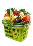 Épiceries végétales dans le panier à provisions Images stock