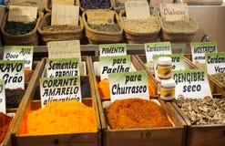 Épices à vendre au marché dans Tavira Portugal Photographie stock libre de droits