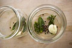 Épices dans le vase en verre Photo stock