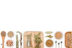 Épices et herbes sur le fond blanc Vue supérieure Photographie stock