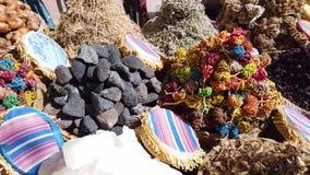 Épices et herbes sur le marché l'Egypte, Afrique banque de vidéos