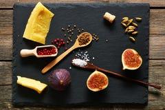 Épices, fromage et figues Photo libre de droits