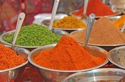 Épices indiennes L'Inde d'épices sont vendues sur le marché photo stock