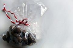 Épices pour le vin chaud, noix de muscade dans un boîte-cadeau Images libres de droits