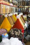 Épices sur le marché à Marrakech images libres de droits