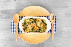 Épinards cuits au four avec du fromage photographie stock libre de droits