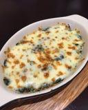 Épinards cuits au four avec du fromage Images libres de droits