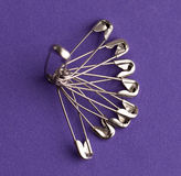 Épingles à cheveux sur la violette Photos libres de droits