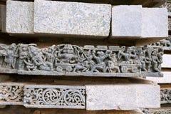 Épisode de Ramayana Rama tuant Ravana dans une guerre, temple de Kedareshwara, Halebidu, Karnataka Image libre de droits