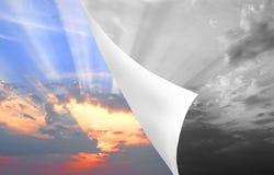 Épluchage de retour des cieux gris Photographie stock libre de droits