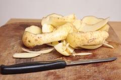 Épluchages de pomme de terre Photo libre de droits