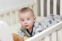 A época da barriga do infante imagem de stock