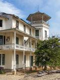 Épocas coloniales que construyen en Lobito, Angola fotos de archivo
