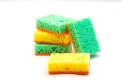 Éponge de mousse pour les plats de lavage Image stock
