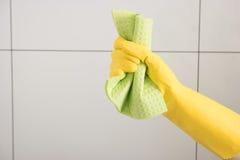 Éponge de mousse pour les surfaces de nettoyage Images stock