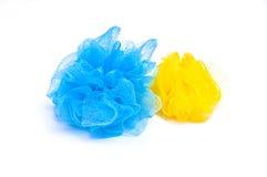 Éponges bleues et jaunes Image stock