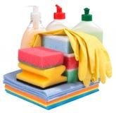 Éponges, bouteilles de chimie et gants Photos stock