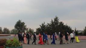 Épousant dans Osh, le Kirghizistan banque de vidéos