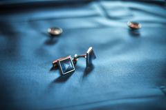Épousant des bijoux pour un mariage, un beau décor pour des vêtements, épousant des bijoux et une valeur finale photos stock