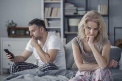 Épouse triste et mari de fraude photo libre de droits