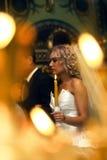 Épouser dans l'église Images stock