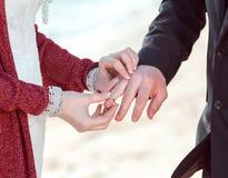Épouser dans le rétro style Images libres de droits