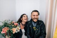 Épouser dans le style de la roche Mariage de balancier ou de cycliste Photographie stock