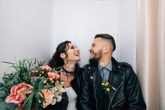 Épouser dans le style de la roche Mariage de balancier ou de cycliste Image libre de droits