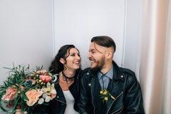 Épouser dans le style de la roche Mariage de balancier ou de cycliste Photo stock