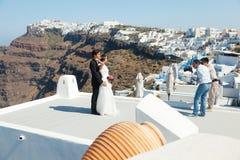 Épouser dans Santorini images libres de droits