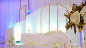 Épouser la table de jeune mariée de hall banque de vidéos