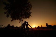 Épouser le baiser Photographie stock libre de droits