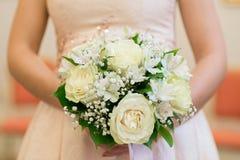 Épouser le bouquet nuptiale avec des anneaux image stock