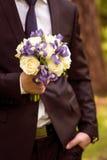 Épouser le bouquet nuptiale avec des anneaux image libre de droits
