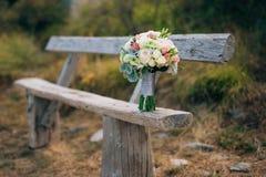 Épouser le bouquet nuptiale de Lisianthus et d'argent de cinéraire sur Images libres de droits