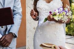 Épouser le moment saillant de l'anneau Images libres de droits