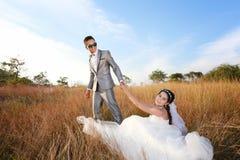 Épouser pré des photos d'Asiatique de jeunes mariés dans l'amour de concept de f Photographie stock